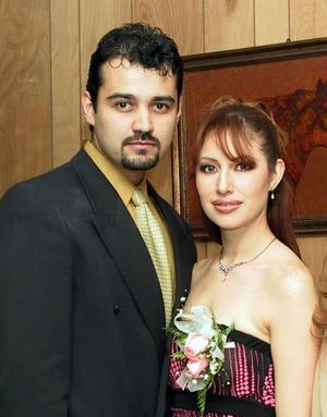 Claudia Elizabeth Tovalín y Raymundo Ramón Rojas en su despedida de solteros