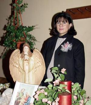Rosa Isela Enríquez de Ramos en la fiesta de regalos que le ofrecieron en días pasados por el próximo nacimiento de su bebé