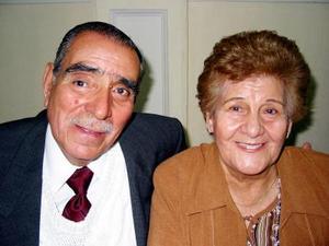 Señores Sabino González Alba y Mary Aguilar de González festejaron el  50 aniversario de su matrimonio.