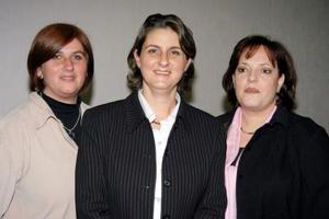 Dely Calleja, María del Carmen Calleja de Sesma y Marina Pruneda de Fernández, integrantes de la nueva directiva del Club Isabel la Católica