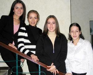 Sandra Villavicencio, Marysol Jiménez, Margarita Tosca y Ana Lía Jaidar captadas en la despedida de solteras que les ofrecieron por sus próximos matrimonios.