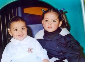 Mary Fer y Héctor Solís Ahumada captados en pasado festejo infantil.