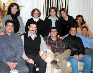 Alejandra Sosa de Hernández acompañada de sus amigos César Martínez y Laura de Martúnez, Arturo Novelo y Anabel de Novelo, Jorge Hernández, Hugo Núñez y Ale de Núñez, Vicente y Laila de Borocio.