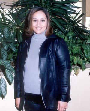 Mayela Ramírez de Vélez recibió felicitaciones en la fiesta de regalos  que se le ofreció por el próximo nacimiento de su bebé.