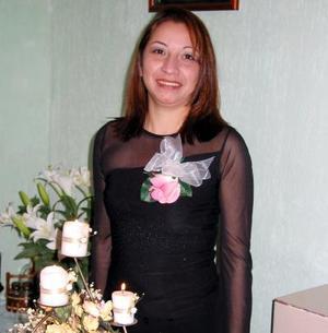 María de Lourdes Olivas Chaparro fue despedida de su soltería.