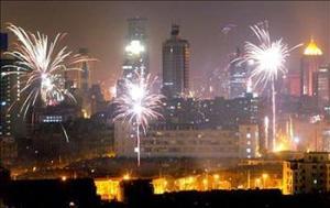 Casi Mil 300 millones de chinos disfrutaron de la llegada del Año Nuevo, según el calendario lunar, en el que el vivaz mono, noveno símbolo del horóscopo, sustituirá a la plácida cabra.