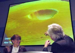 Pero, a diferencia de las pruebas de la NASA, las imágenes y los datos que el Mars Express europeo ha enviado a la Tierra son de una resolución jamás obtenida, lo que permite saber dónde está el agua y a qué profundidad. Algunos anuncian incluso el principio de una pequeña revolución científica.