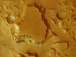 Una de las fotos mostradas en Darmstadt, ampliada sin que perdiera calidad a un tamaño de 24 metros de largo por 2,5 de ancho, recoge una porción de un barrido de 1.700 kilómetros de largo y 65 kilómetros de ancho en el Gran Cañón de Marte (Valles Marineris).