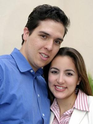 Ricardo Alvarado y Delfia Ramos de Alvarado en un festejo familiar.