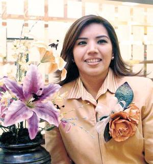 Lucila Elena Montelongo Vera prepara los últimos detalles de su enlace nupcial con el Sr. José Luis Ramírez Moreno.
