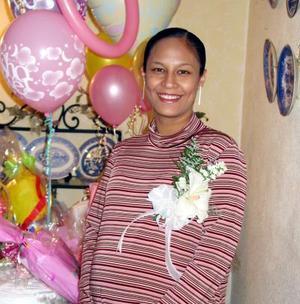 Montserrat Quirarte de Barragán recibió felicitaciones en la fiesta de canastilla que se le ofreció en días pasados.