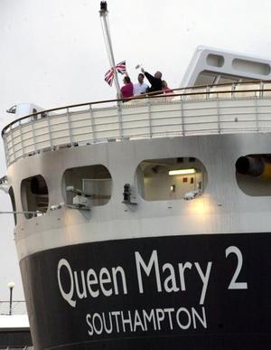 El Queen Mary 2, el mayor y más lujoso crucero del mundo, finalizó en Florida (EU) su primer viaje transatlántico que comenzó en el puerto de Southampton (Reino Unido) hace dos semanas.