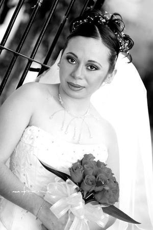 Srita. Anel Serrano Villarreal el día de su enlace nupcial con el Sr. Lucio Rodríguez Sifuentes. <p> <i> Estudio Maqueda</i>