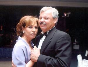 <u>25 de enero</u><p> María Eugenia Velasco de Armendáriz y Alfonso Armendáriz Brito