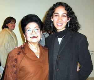 Rosina Guerrero de De Alvarado y Mariana Coronado.