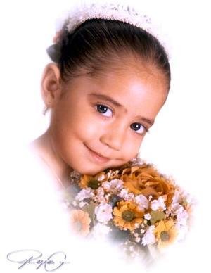 Niña Jennifer Rangel Santana en una fotografía de estudio con motivo de sus tres años de vida, es hija de los señores Jesús Manuel Rangel y Rosario Santana Santos.