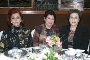 María Elisa Gargarza de Madero, Gloria Valdés de López y Elena Kessler de Anaya en pasado acto social.