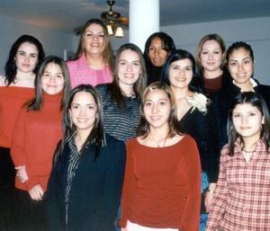 Maribel Núñez VIllanueva con las asistentes a su fiesta de despedida. Ella contraerá matrimonio con Carlos Arturo Cano Reed.