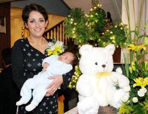 Adriana Eugenia García de Gómez le dio la bienvenida a su pequeño hijo Pablo con un convivio.