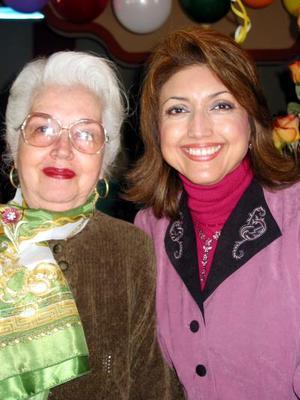 Gloria Luquín y Martha de Ávalos en un acontecimiento familiar.