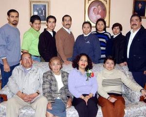 María Luisa Hernández Natera festejó su cumpleaños en compañía de su esposo Ramiro Pérez Maciel y de sus hijos, Ramiro, Misael, Rafael y demás familiares en Lerdo, Dgo.