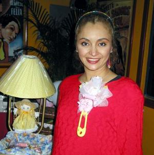 Marisela Garza de Mastra recibió un gran número de felicitaciones en su fiesta de canastilla por la próxima llegada de su bebé.