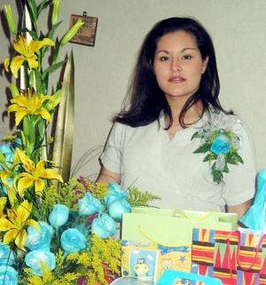 <u> 25 de enero </u> <p> Teresa Rodríguez de Castillo recibió sinceras felicitaciones en la fiesta de regalos que le ofrecieron.