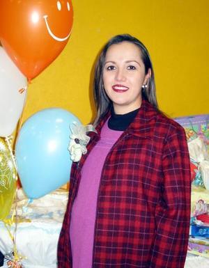 <i>26 de enero de 2004.</i><p> Anel Trasfí de Gutiérrez en la fiesta de canastilla que le organizaron por el próximo nacimiento de su bebé.