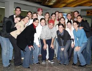 <u> 27 de enero </u> <p> Regina Madero y Celina Cepeda se trasladaron a Italia en viaje de estudios.
