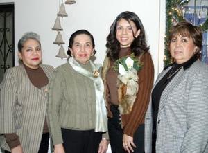 Verónica Araceli Ortega Chávez acompañada por Laura Amozorrutia, Miranda y Chelo Gutiérrez, organizadoras de su despedida de soltera, ofrecida en varios días atrás.