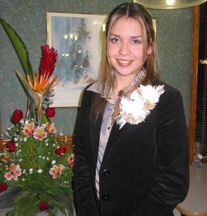 Magaly Ocón Navar captada en la despedida de soltera que le ofrecieron con motivo de su próxima boda.