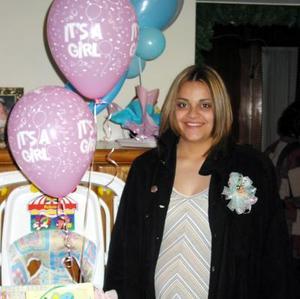 Lorena Elizabeth Martínez Prieto fue festejada con una fiesta de regalos con motivo del próximo nacimiento de su bebé.