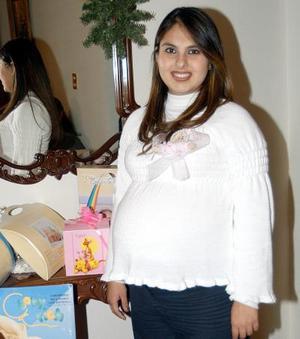 Viridiana Olivares de Barajas en la fiesta de regalos que se le ofreció, por el cercano nacimiento de su bebé.