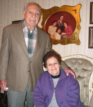 Don Teófilo Murra y su esposa Yemile de Murra.