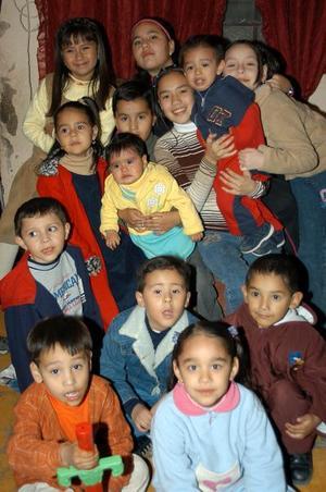 <u> 28 de enero </u> <p> Édagr Daniel Domínguez Pineda captado con sus amiguitos  en la fiesta infantil que se le organizó por su cumpleaños.
