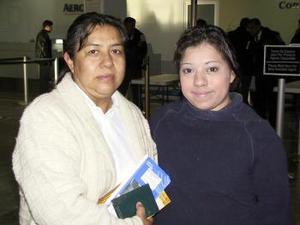 <u> 29 de enero </u> <p> Para atender asuntos de negocios en Houston, viajó Heidy Fernández y fue despedida por Bertha Macareno.