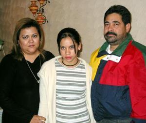 Martha Nabil Samaniego Meléndez y sus papás, Alicia de Samaniego y Gonzalo Samaniego.