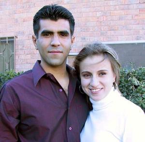 <u> 31 de enero </u> <p> Carlos Rivera junto a su hermana Dulce, captados en grato convivio.