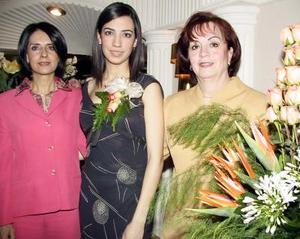 Luisa Cristina Díaz Durán acompañada por las organizadoras de su despedida, María del Socorro T. de Trejo y Consuelo Rebeca Cortez Díaz Durán.