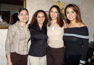 <u> 30 de enero </u> <p> Carla Sosa Lugo en compañía de sus amigas, en la despedida de soltera que le ofrecieron en fechas pasadas con motivo de su cercano matrimonio.