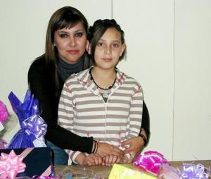 Paulina de Lara Domínguez con su mamá, en la fiesta de su onceavo cumpleaños.