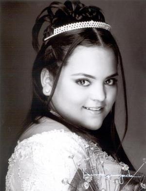Srita. Fátima Valdivia Vázquez celebró su décimo quinto aniversario de vida con una misa de acción de gracias el 26 de diciembre de 2003.