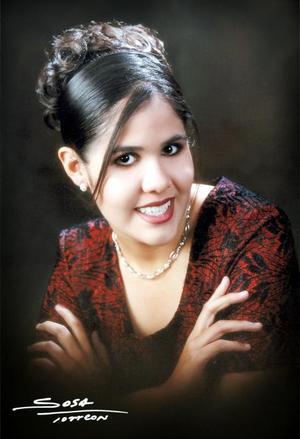Srita. Laura Lizethe Martínez Guzmán en una fotografía de estudio con motivo de sus quince años de vida. Es hija de los señores Lic. Everado Martínez Rivera y Lic.Laura Angélica Guzmán Cedillo.