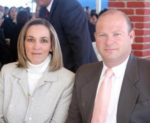 Ana Isabel de García y Roberto García captados en pasado acontecimiento social.
