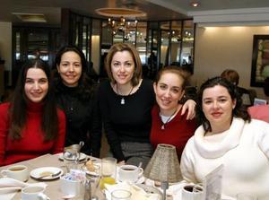 Helda R. de Guerrero y Cole Cisneros se reunieron para encontrarse con sus amigas Alicia Estrada Murra, Cristina Gonzalez y Leticia Ávila.