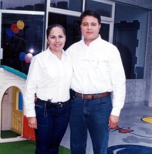 Alejandra Soto de Pérez y Enrique Pérez Guerra, en pasado festejo social.