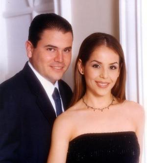 Lic. Alfredo Garza Martínez y Lic. Cladia Robles Heimpel efectuaron su presentación religiosa en la parroquia de Nuestra Señora de la Virgen de la Encarnación el 23 de enero de 2004.