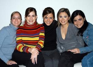<u><b>03 de febrero</u></b> <p>  Valeria, Lilia, Márgara, Maddiel y Sonia en reciente convivio social.