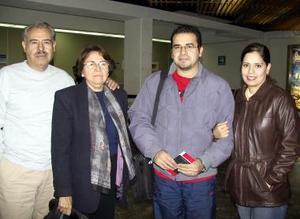 <u><b>05 de febrero</u></b> Jorge Aguilar viajó a Princeton y fue despedido por Roberto y Armandina Aguilar y Liz Muñoz.