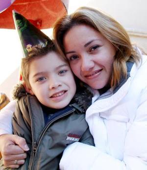 Renato Jesús celebró su sexto cumpleaños co un divertido festejo infantil, organizado por su mamá Angélica de Caniza